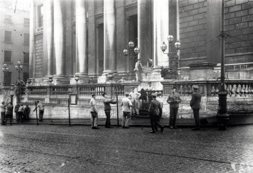 City Hall , Easter week 1916 (image: South Dublin Library)