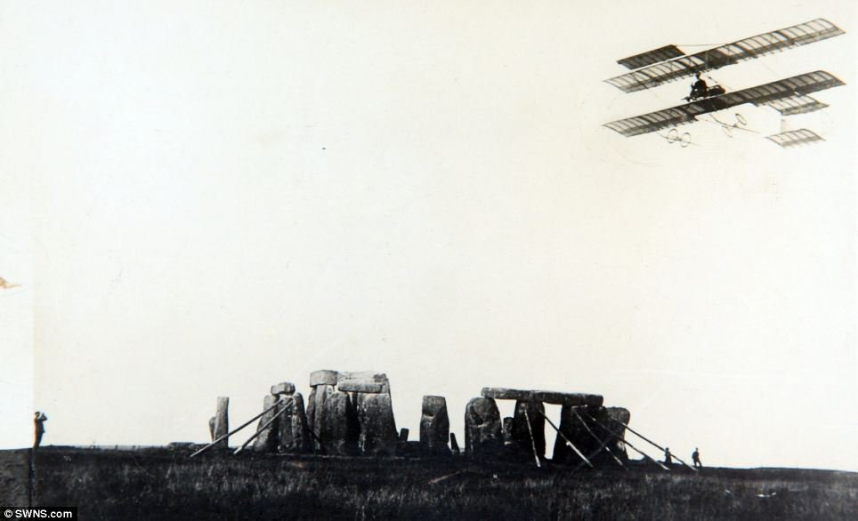 Robert Lorains flies over Stonehenge 1910