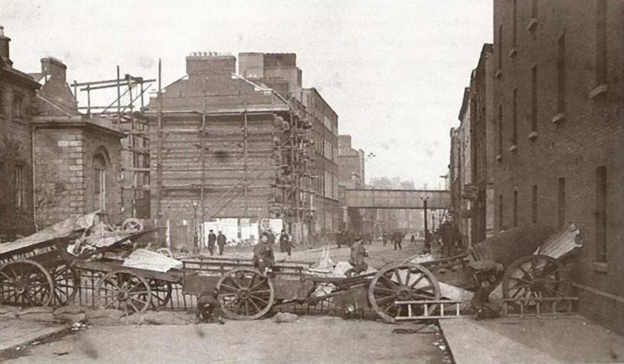 barricades at Townsend Street