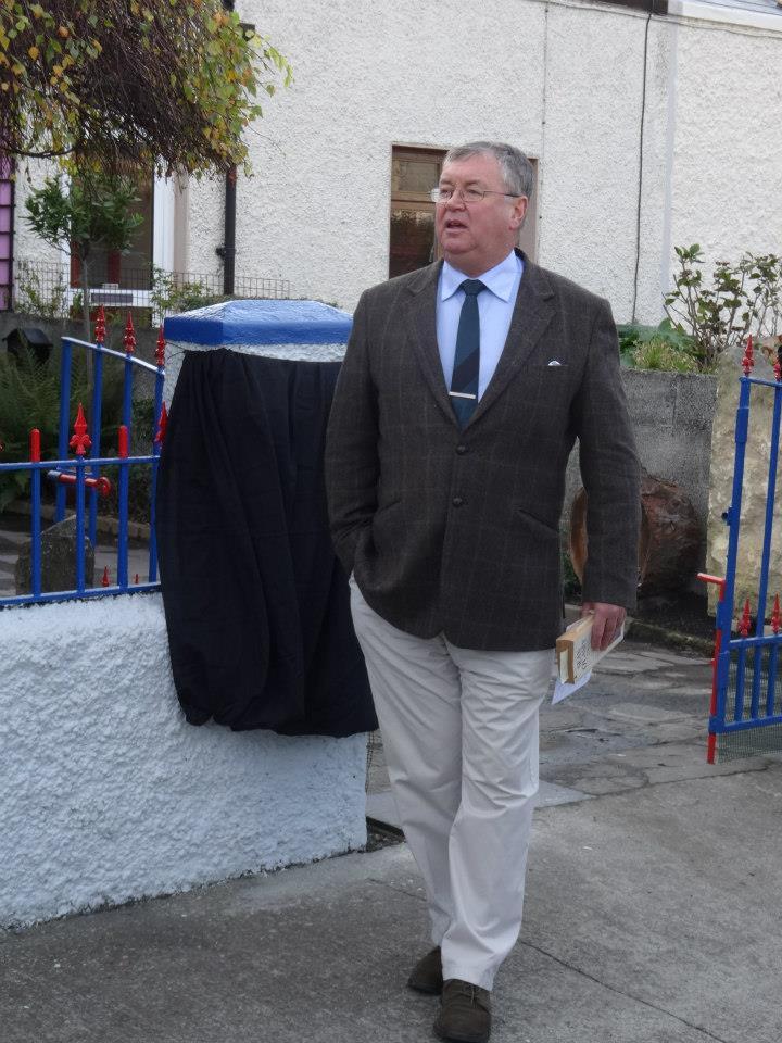 Joe Duffy at the O'Casey house , Hawthorn Terrace